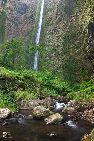 Waipio Valley and Boulders, Waterfall