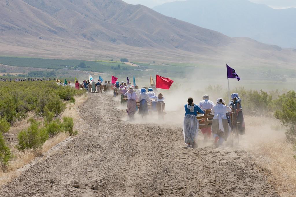 Women's pull mosida handcart trek